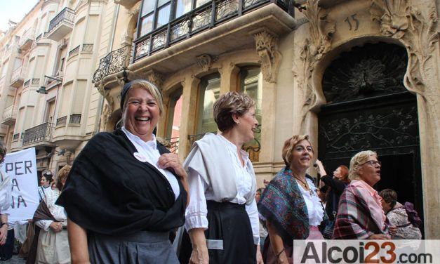 """Més de 15.000 persones gaudeixen de la """"I Fira Modernista d'Alcoi"""""""