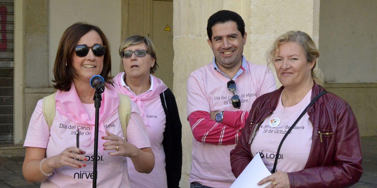 Marxa a peu a benefici de la lluita contra el càncer de mama