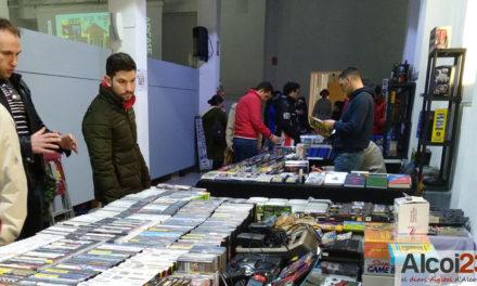 Prop de 2000 persones participen en el 'Retro Weekend Alcoi'