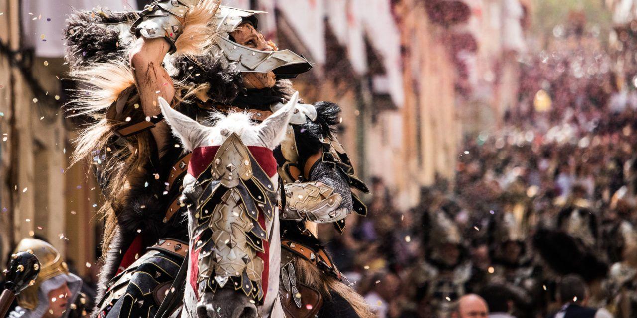 Guanyar Alcoi demana que es cree un protocol que defense el benestar animal especialment en festes de Moros i Cristians