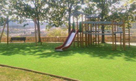 Millorada l'àrea infantil ubicada al parc de Batoi