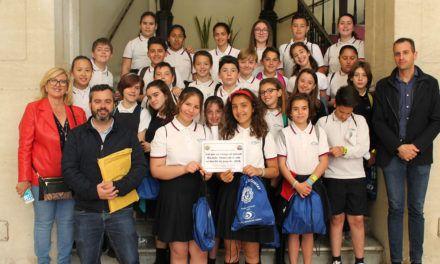 """La classe 6é A de les """"Esclaves"""" guanya el concurs del cartell per a la campanya d'Educació Viària"""
