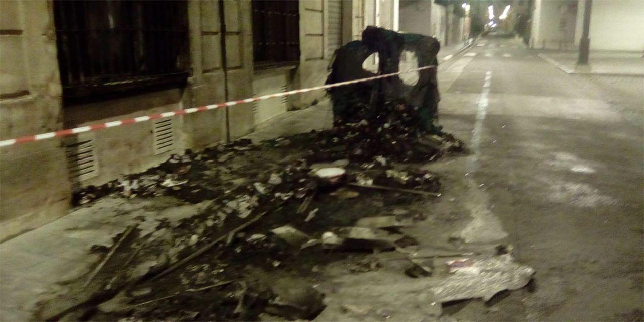 FOTOS | Nit de contenidors cremats al centre d'Alcoi