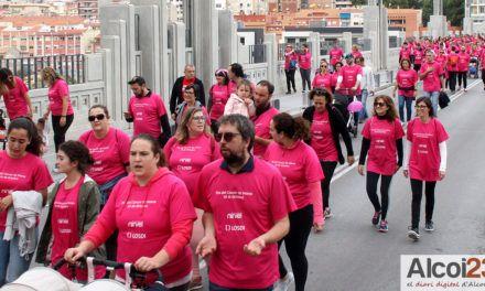 VÍDEO I FOTOS | Alcoi viu la Marxa Solidària més rosa