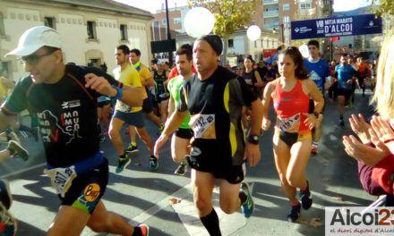 Ambiente festivo para la Media Maratón de Alcoy