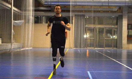 El atleta paralímpico Alejandro Marín fabrica su propia prótesis en el Campus de Alcoy de la UPV