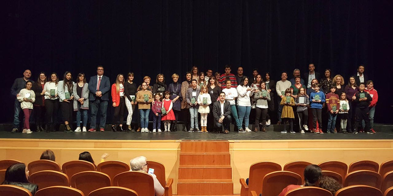 Més de 500 artistes a l'escenari converteixen la Mostra de Teatre Escolar d'Alcoi en un èxit