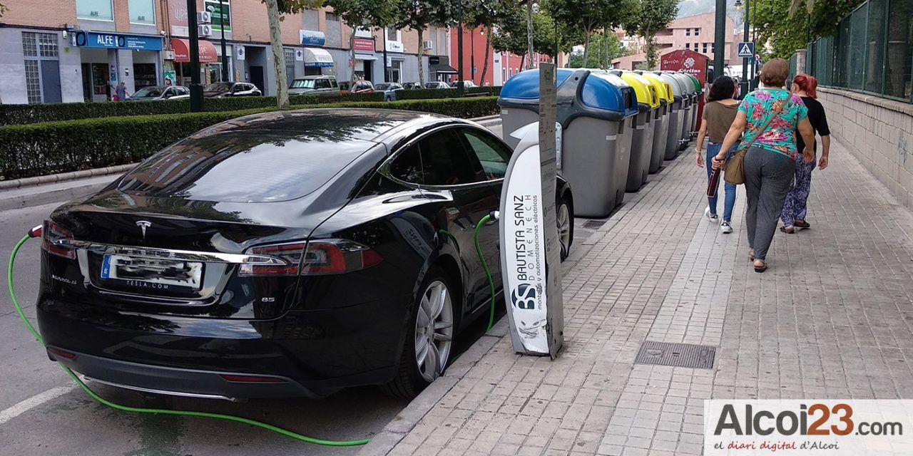 Ivace Energia concedeix ajudes de 5.500 euros per a l'adquisició de vehicles elèctrics i de 2.600 euros per als híbrids endollables