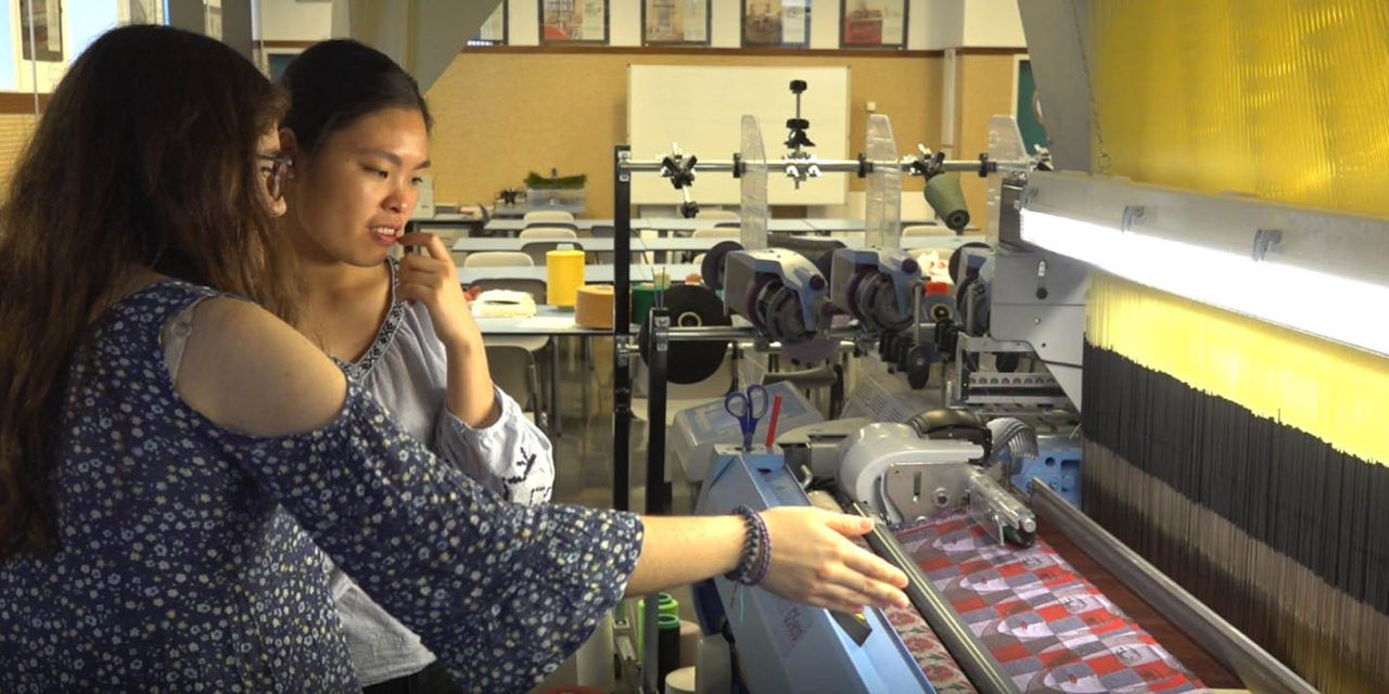 Ingenieros del Campus de Alcoy de la UPV convertidos en artistas con 'Hilando ideas. Tejiendo arte'
