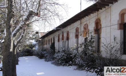 L'ajuntament proposa un alberg per als xalets de la Font Roja