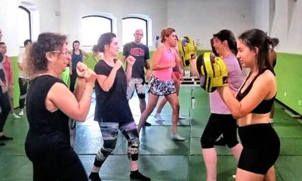 Taller d'Autodefensa Personal Femenina en l'Eduardo Latorre