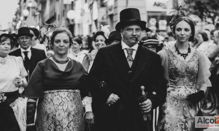 FOTOS I VÍDEO | La cercavila i els balls, protagonistes de la primera nit de la Fira Modernista d'Alcoi