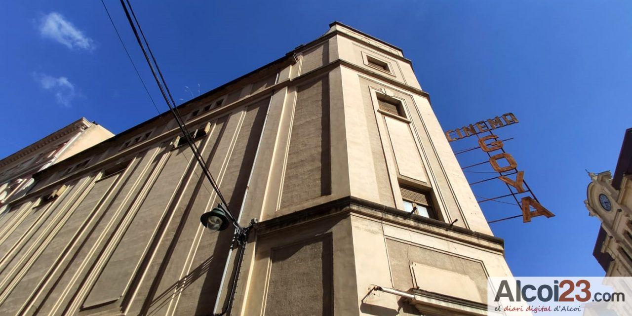 L'ajuntament aclareix que l'actuació d'art mural en la façana del cine Goya és mòbil, en un suport en fusta