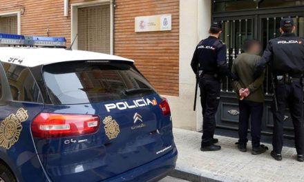 SUCESOS | Un detenido por robar a una persona mientras sacaba dinero en un cajero de Alcoi
