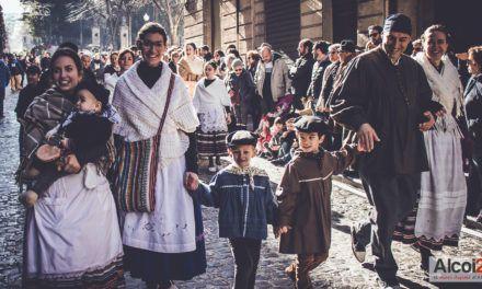 VÍDEO I FOTOS | 'Les Pastoretes' inicien els grans actes al carrer del Nadal d'Alcoi