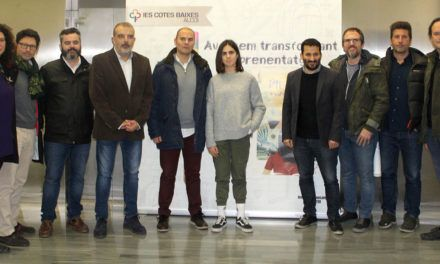 """El documental """"Picades contra el vidre"""" obri a Alcoi el debat sobre la necessitat de transformar el sistema educatiu"""
