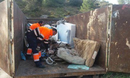 Es retiren els residus de l'abocador il·legal ubicat en els voltants del Molinar