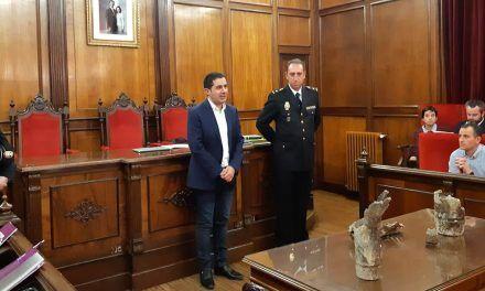 La Policia Nacional fa entrega a l'Ajuntament dels artefactes localitzats en Rodes