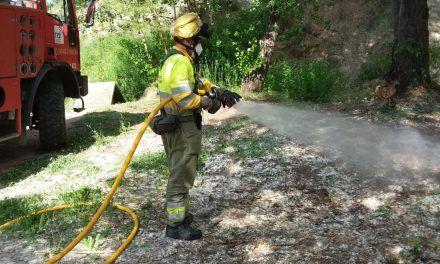 Diferents cossos treballen per a regar la llavor del xop i evitar incendis