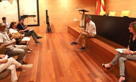 Toni Cantó y Rosa García reciben en Les Corts a representantes de la plataforma de afectados Domus VI de Alcoy y Cocentaina