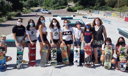 Organitzen un nou taller d'iniciació al Skateboarding per a xiquetes