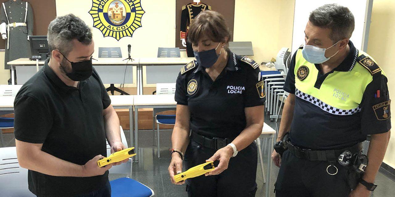 La Policia Local d'Alcoi adquirix quatre pistoles Taser