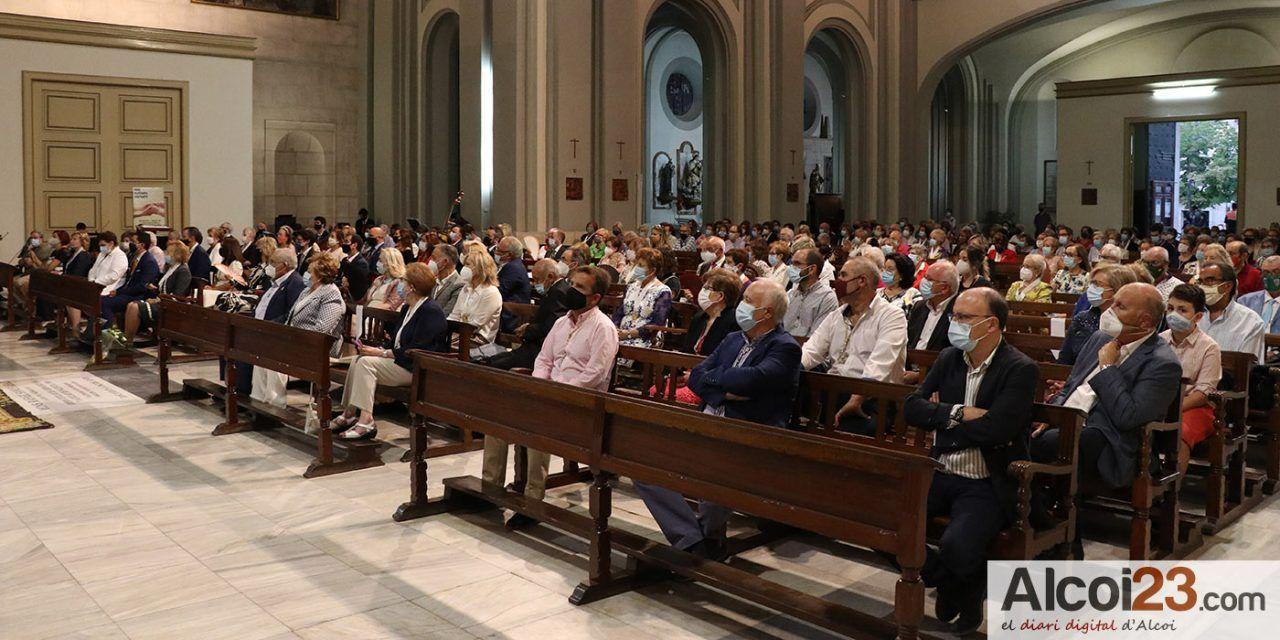 Alcoy celebra una solemne Ecuaristía y ofrenda de flores en honor a la Virgen de los Lirios