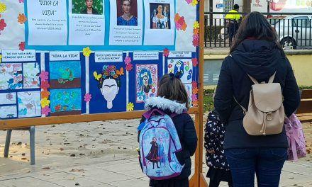 Tributo a Frida Kahlo en el parque de Santa Rafaela María a cargo del alumnado de Infantil de las Esclavas