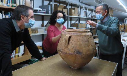 Es troba un excepcional vas decorat al poblat ibèric del Cabeçó de Mariola