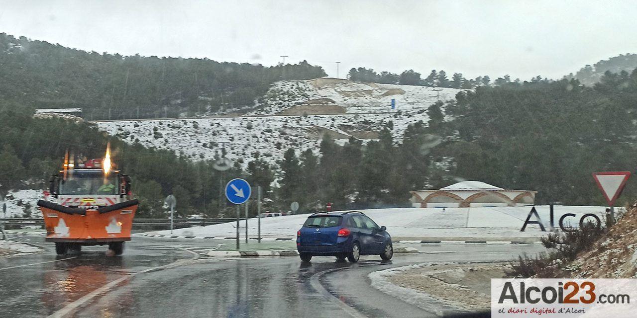 La Delegación recuerda que no se pueden visitar municipios confinados como Alcoi para ver la nieve