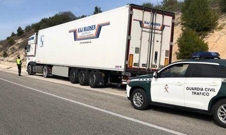 SUCESOS |  Cazado en la autovía de Alcoy un camionero que multiplicaba por 5 la tasa de alcohol permitida
