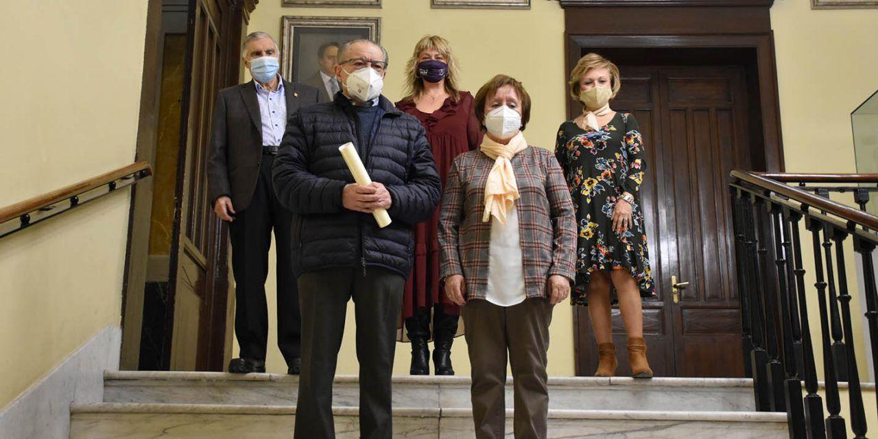Jorge Calatayud Francés i Margarita Company Payá guanyen el concurs literari 'Art i paraules per a la nostra Festa' organitzat per la regidoria de Gent Gran