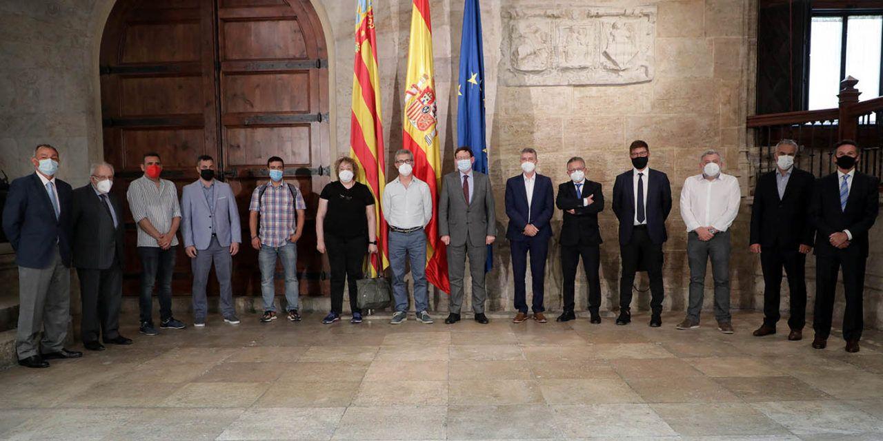Encuentro de agentes económicos y sociales del sector textil con Ximo Puig