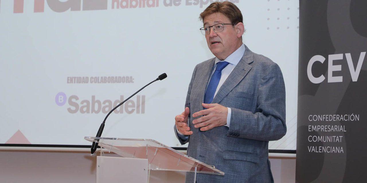 """Ximo Puig anima a las empresas del sector del hábitat a sumar sinergias para aprovechar los fondos europeos e impulsar la """"reindustrialización inteligente"""""""